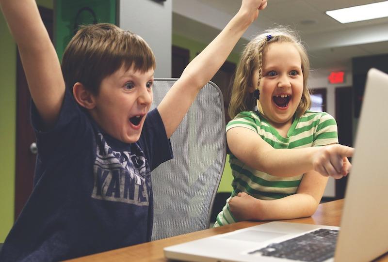 scuola digitale - programmi gratuiti - bambini-al-computer